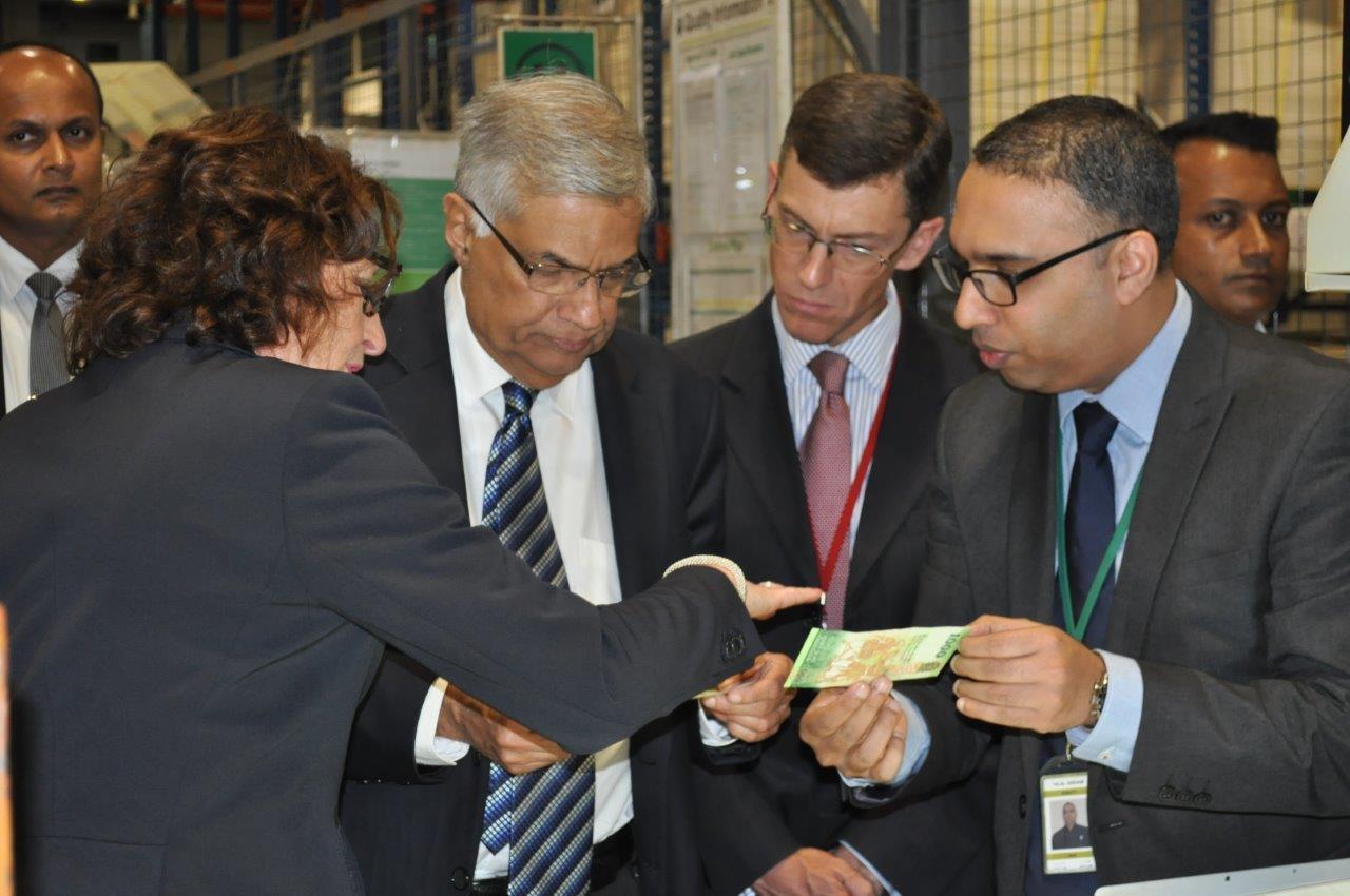 Prime Minister visits De La Rue Sri Lanka
