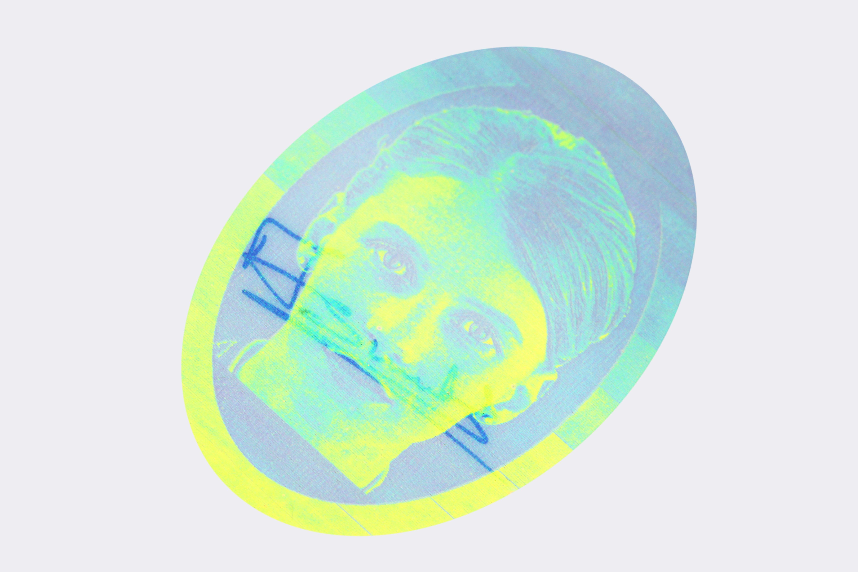 https://cdn2.hubspot.net/hubfs/2752422/De%20La%20Rue%20Feb%202017/Images/Product%20Spotlight/OPPC-Sample-(blue-Yellow)-Image-2.jpg